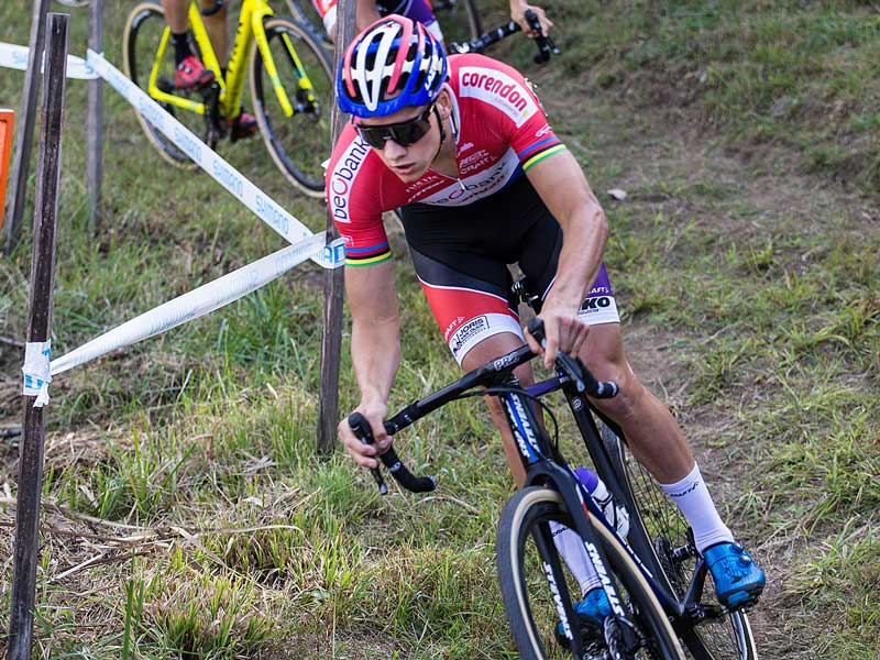 Van der Poel en una competición de ciclocross